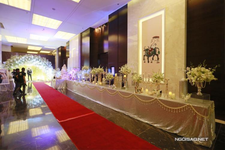 Chiều tối ngày 14/1, Ngọc Duyên tổ chức đám cưới với đại gia Đỗ Anh Tuấn tại một khách sạn 5 sao ở Hà Nội - quê nhà của ông xã. Trước đó, cặp đôi đã làm lễ cưới ở Vũng Tàu, quê hương của cô dâu.