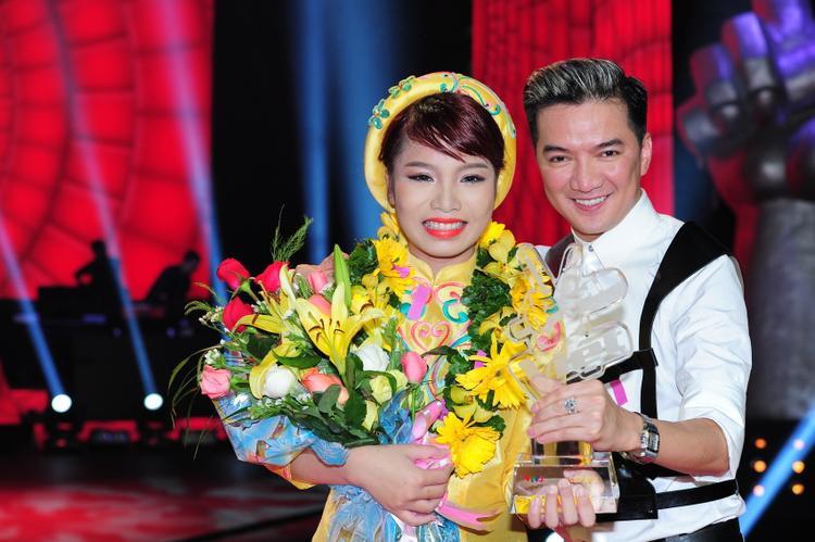 Hai thầy-trò rạng rỡ trong giây phút đăng quang Giọng hát Việt mùa 2