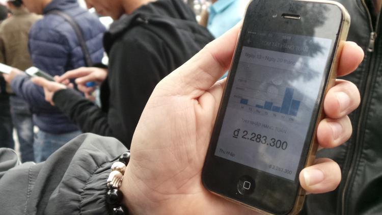Hàng trăm tài xế Grab, Uber đồng loạt tắt app, đình công
