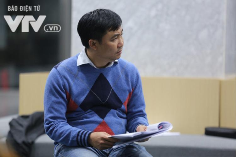Đạo diễn Đỗ Thanh Hải có mặt trong mọi buổi tập để hướng dẫn cho các nghệ sĩ.