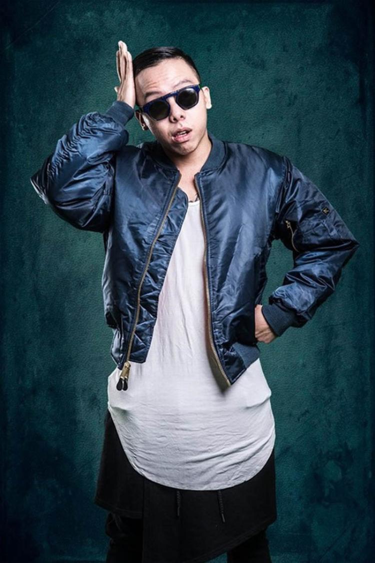 Nổi lên như một tên tuổi Underground chính hiệu, Hoàng Touliver lại gây chú ý với vai trò nhà sản xuất âm nhạc, đặc biệt đối với những người yêu nhạc hiện đại. Anh bắt đầu sự nghiệp của mình từ năm 2007, tuy học về nhạc cổ điển nhưng lại yêu thích và đam mê âm nhạc đương đại. Sự kết hợp màu sắc này hứa hẹn sẽ tạo nên dấu ấn mới mẻ nếu Touliver có cơ hội góp mặt tại Sing My Song lần này.