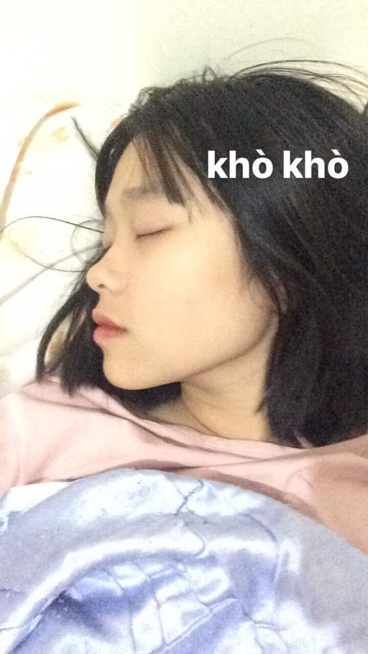 Nữ sinh đang ngủ…