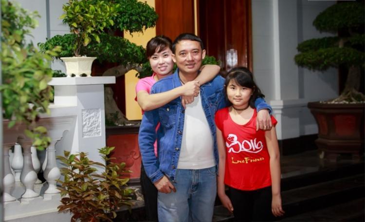 Gia đình hạnh phúc của nghệ sĩ Chiến Thắng.