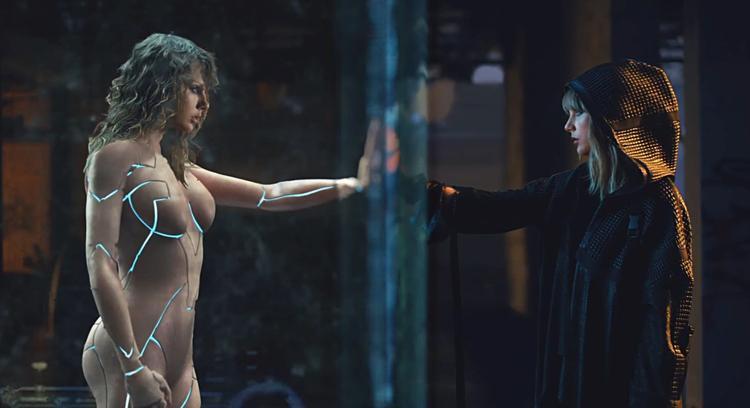 Những hình ảnh, biểu tượng xuyên suốt các MV phức tạp đến mức khán giả cũng phải thấy nản lòng.