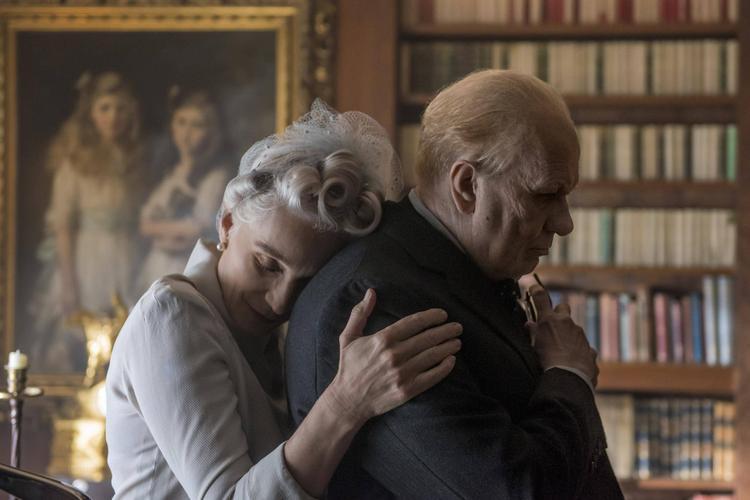 Darkest Hour: Một bộ phim lịch sử duyên dáng, cảm động và choáng ngợp