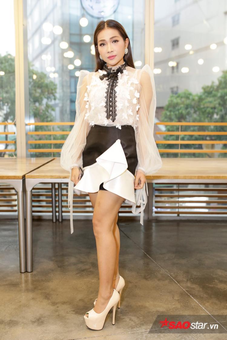 Khả Như nhận giải Nữ diễn viên sân khấu xuất sắc nhất.
