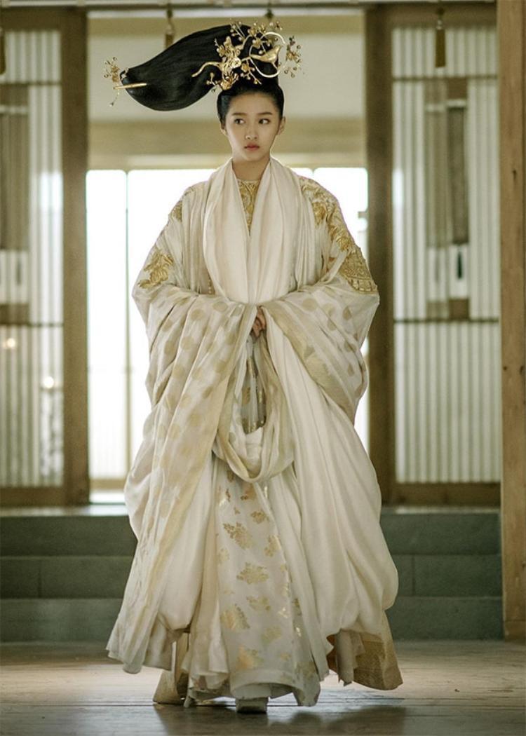 Ngoài Quan Hiểu Đồng thì có nhiều diễn viên khác trong Phượng tù hoàng cũng bị 'hãm hại'