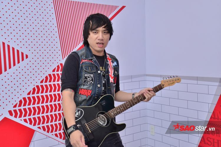 Nguyễn Minh Tuấn, chàng rocker đến từ Vũng Tàu là tay chơi nhạc tại Vũng Tàu và từng có cơ hội giao lưu với các ban nhạc tại Philippines.