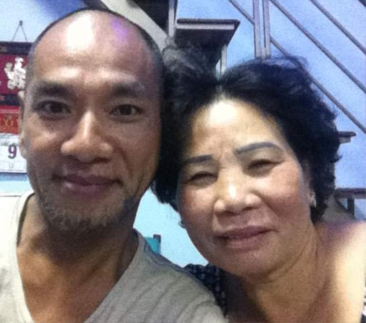 Vance và mẹ ruột, bà Anh. Ảnh: SWNS