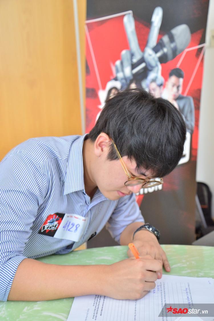 Ngày tuyển sinh thứ 2 còn có sự tham gia của thí sinh đến từ Hàn Quốc. Sinh năm 1994, hiện là sinh viên khoa Việt Nam học thuộc trường ĐH KHXH&NV TP.HCM.