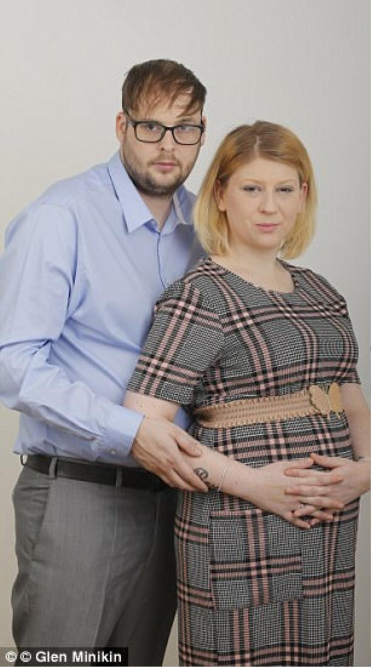 Dù biết trước kết cục đau lòng, hai vợ chồng Hayley và Scott vẫn quyết định sinh con vì họ muốn cho Ava thêm cơ hội được sống.
