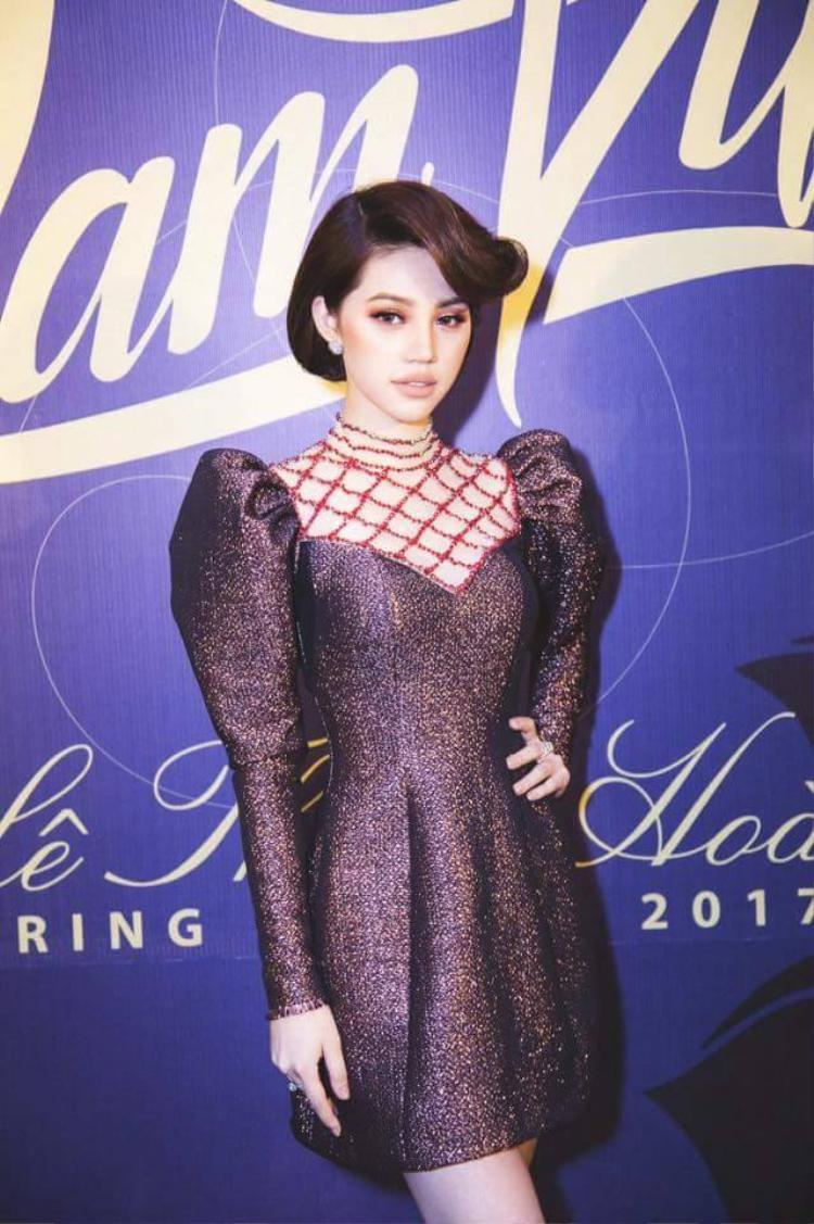 Jolie Nguyễn đã mặc thiết kế này trước tiên.