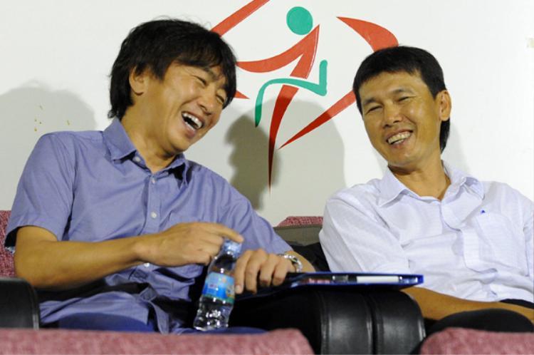 HLV Miura và trợ lý Trần Công Minh.