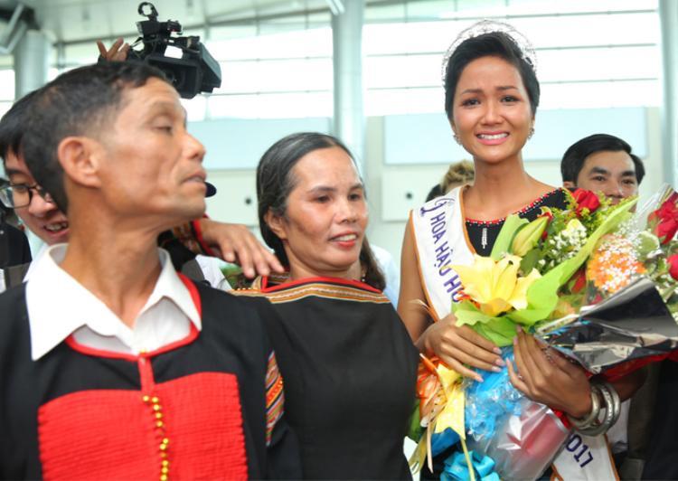 Giọt nước mắt hạnh phúc của đương kim Hoa hậu.