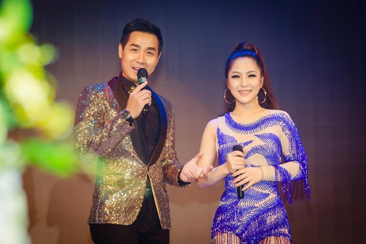 Khoảnh khắc giao lưu với khán giả cùng MC Nguyên Khang.