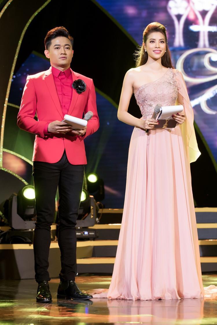 Hành động nhắc khéo Trường Giang trong đêm Chung kết của Quý Bình nhận nhiều chỉ trích từ người hâm mộ của nam danh hài.