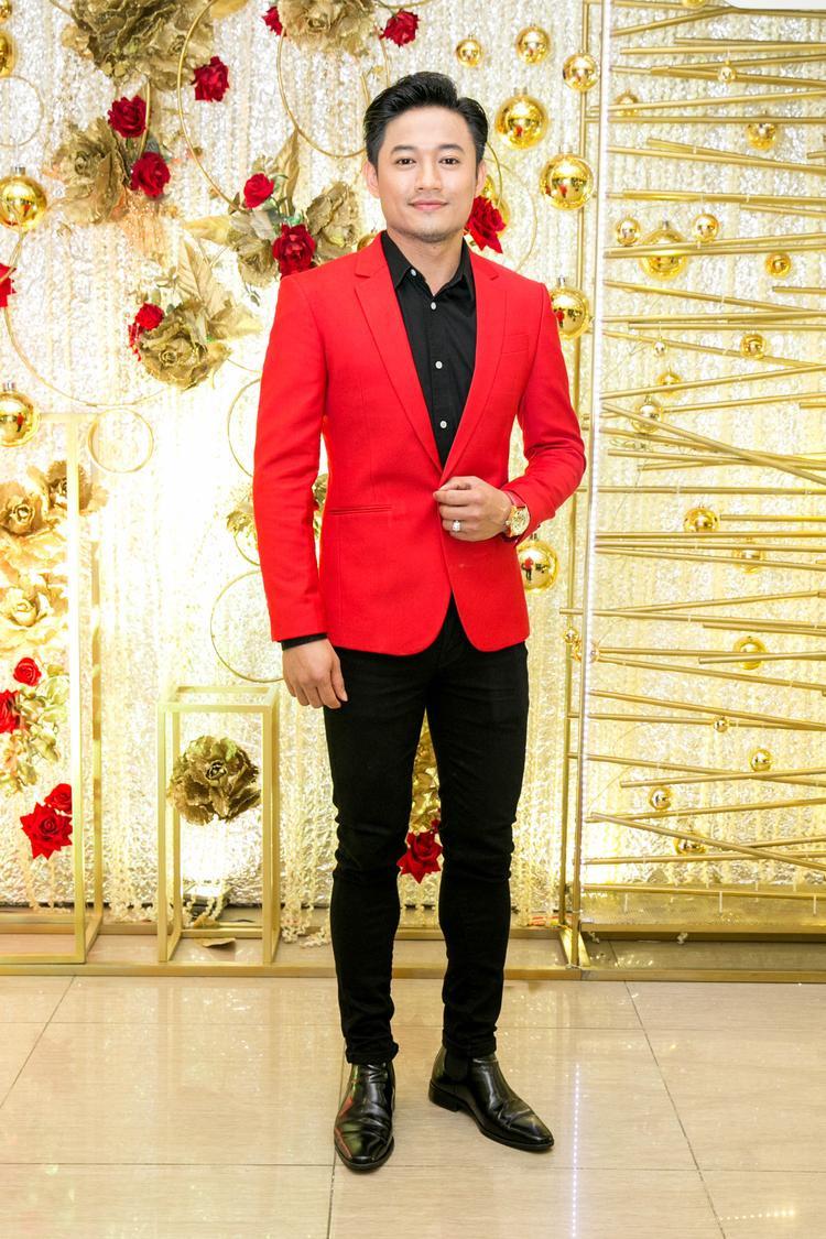 Cùng với Phạm Hương, Quý Bình đảm nhận vai trò MC trong lễ trao giải Mai vàng lần thứ 23 vừa qua.