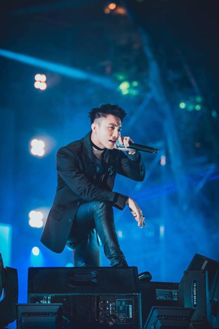Khán giả đang vô cùng chờ đón những động thái mới nhất từ Sơn Tùng tại buổi tiệc cuối năm diễn ra vào tối 23/1.