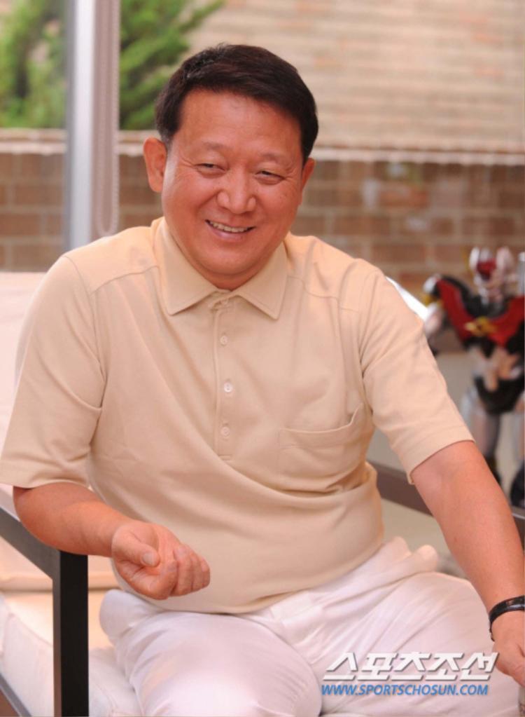 Vị chủ tịch tai tiếng của MBK. Ông đã tuyên bố sẽ không nhường cái tên T-ara vì sự tham lam của một số thành viên.