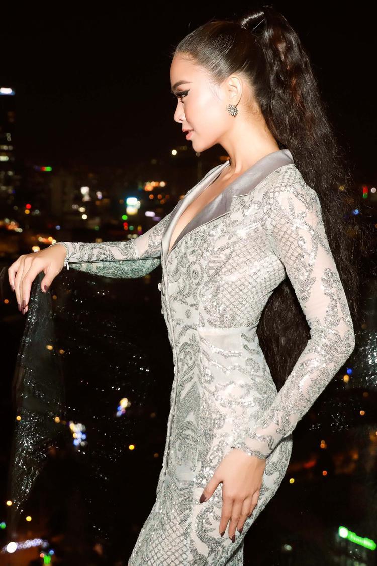 Từ sau cuộc thi Miss Universe Vietnam 2017, Á Hậu Mâu Thủy càng được săn đón và yêu mến bởi phong cách thời trang ấn tượng cũng như biết tận dụng những ưu thế của bản thân để tỏa sáng.
