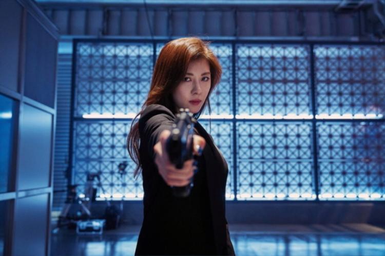 Ha Ji Won trong vai nữ sát thủ của phim Manhunt.