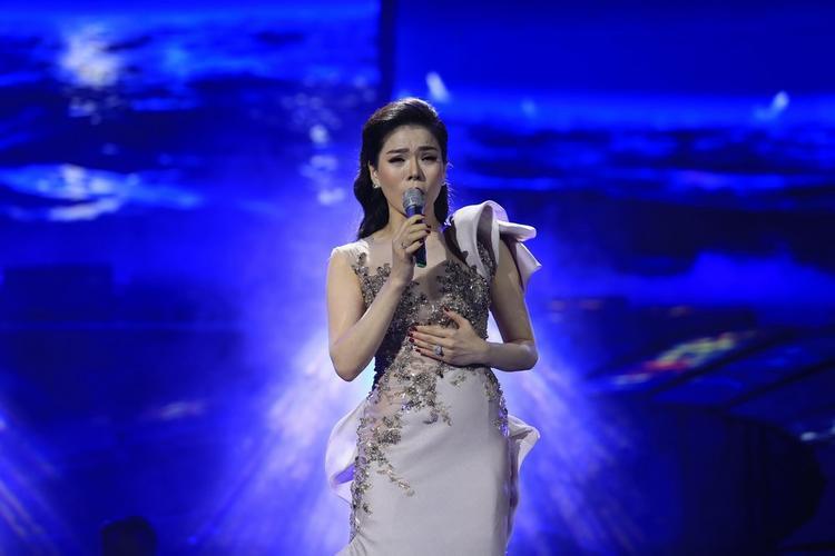 Khen có, chê có nhưng có thể nói liveshow đã thành công ngoài sự mong đợi. Đúng như những gì Lệ Quyên chia sẻ trước đó ít ngày, đây là thời điểm cô hát nhạc Trịnh hay nhất và sẽ hát theo cách của riêng mình.