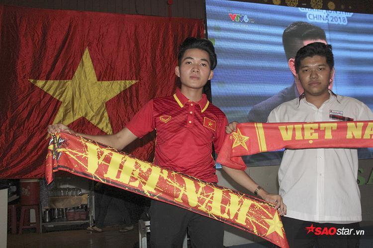 Minh Hiếu và Văn Quốc trốn học để cổ vũ U23 Việt Nam.