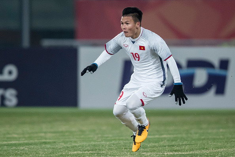 Quang Hải gỡ hòa 1-1 cho Việt Nam.