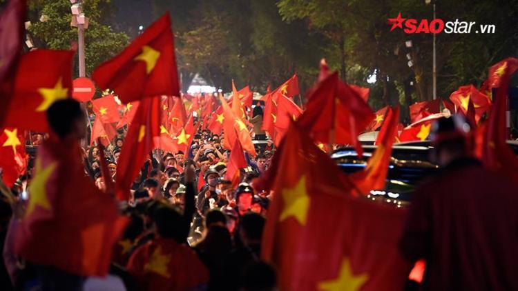 Lần đầu tiên, người dân Việt Nam không khó chịu bởi cảnh tắc đường kéo dài cả tiếng đồng hồ.
