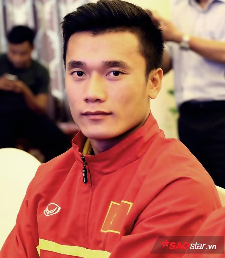 """Tiến Dũng là """"soái ca"""" của fans nữ Việt nhờ sở hữu vẻ đẹp như nam thần. Khuôn mặt góc cạnh và thể hình cực đẹp của Tiến Dũng là điều khiến fans nữ mê mệt."""