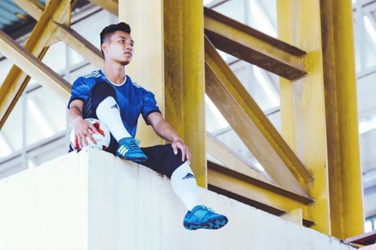 """Ngoài ra, Văn Thanh còn có khả năng pose dáng cực """"đỉnh"""", không thua kém 1 model chuyên nghiệp nào."""