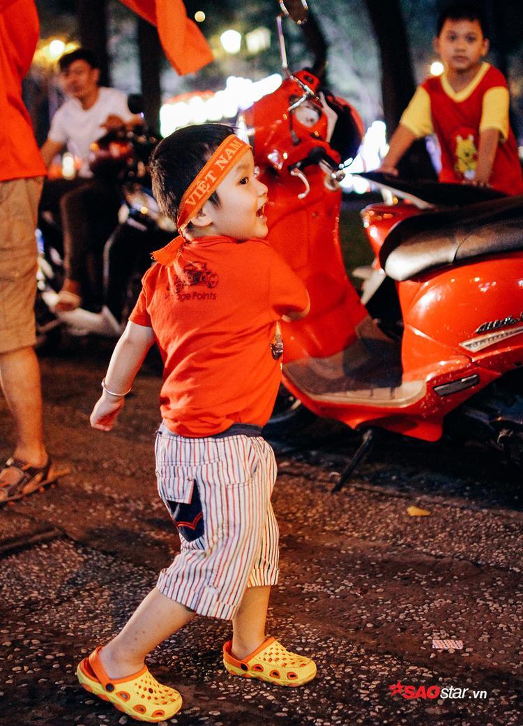 Trẻ em được phép nô đùa, dạo phố, hò hét