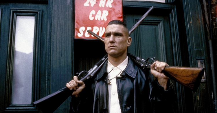 Vinnie Jones trong phim Lock, Stock and Two Smoking Barrels.