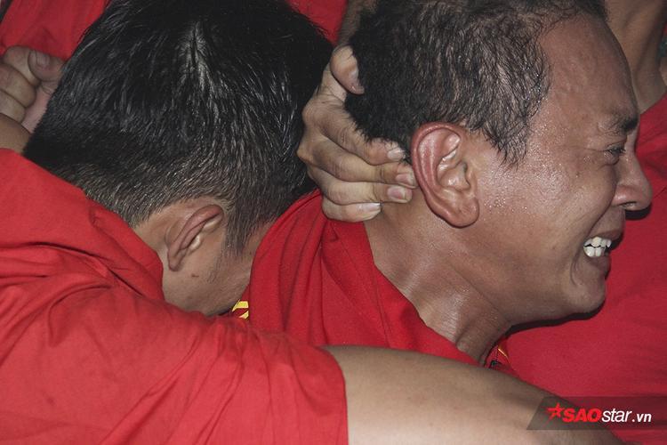 Trận đấu với một kịch bản như phim của U23 Việt Nam làm nhiều fan khóc nức nở.