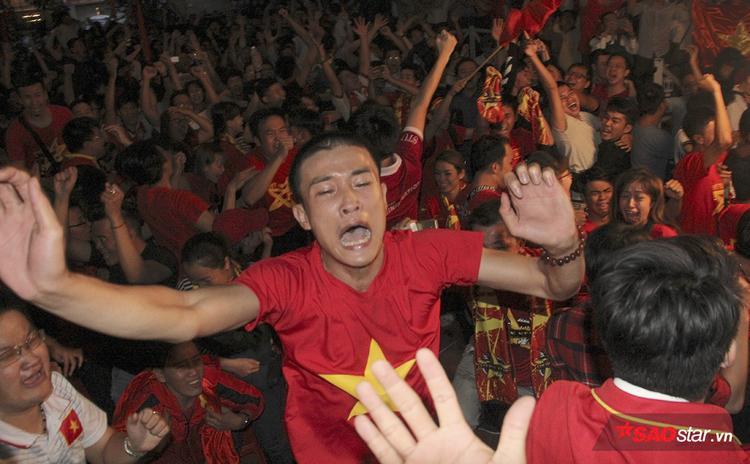 Dù bị dẫn trước trên chấm luân lưu, U23 Việt Nam đã bản lĩnh hơn để giành chiến thắng.