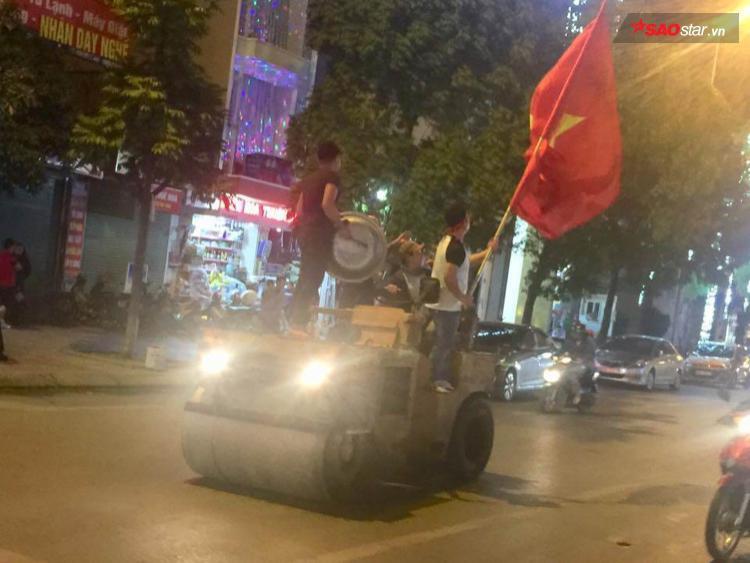 """Chiếc xe chắc có lẽ """"chỉ nhìn thấy"""" khi U23 Việt Nam giành chiến thắng."""