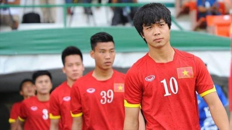 Clip Công Phượng dẫn đầu dàn sao U23 Việt Nam cầu hôn cho một người bạn tên Dũng