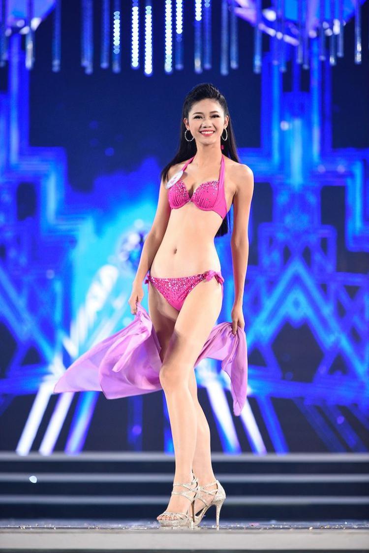 Với thân hình chuẩn mực cùng chiều cao ấn tượng 1m80,Ngô Thanh Thanh Tú luôn là tâm điểm thu hút mỗi khi xuất hiện.