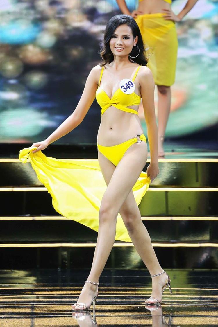 Á quân Vietnam's Next Top Model được đánh giá cao không chỉ bởi gương mặt ấn tượng cá tính, vóc dáng cân đối, làn da nâu mạnh mẽ mà còn ở tri thức khá tốt, đặc biệt là vốn tiếng Anh khá phong phú, trôi chảy.