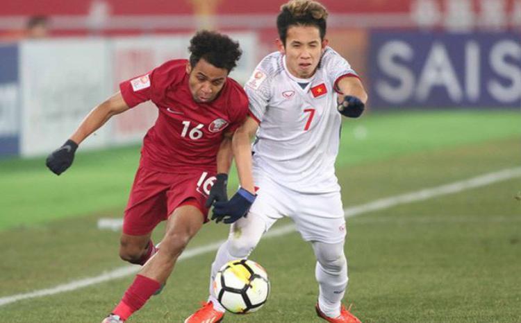 Nguyễn Phong Hồng Duyđi kiểm tra doping sau chiến thắng trước U23 Qatar.
