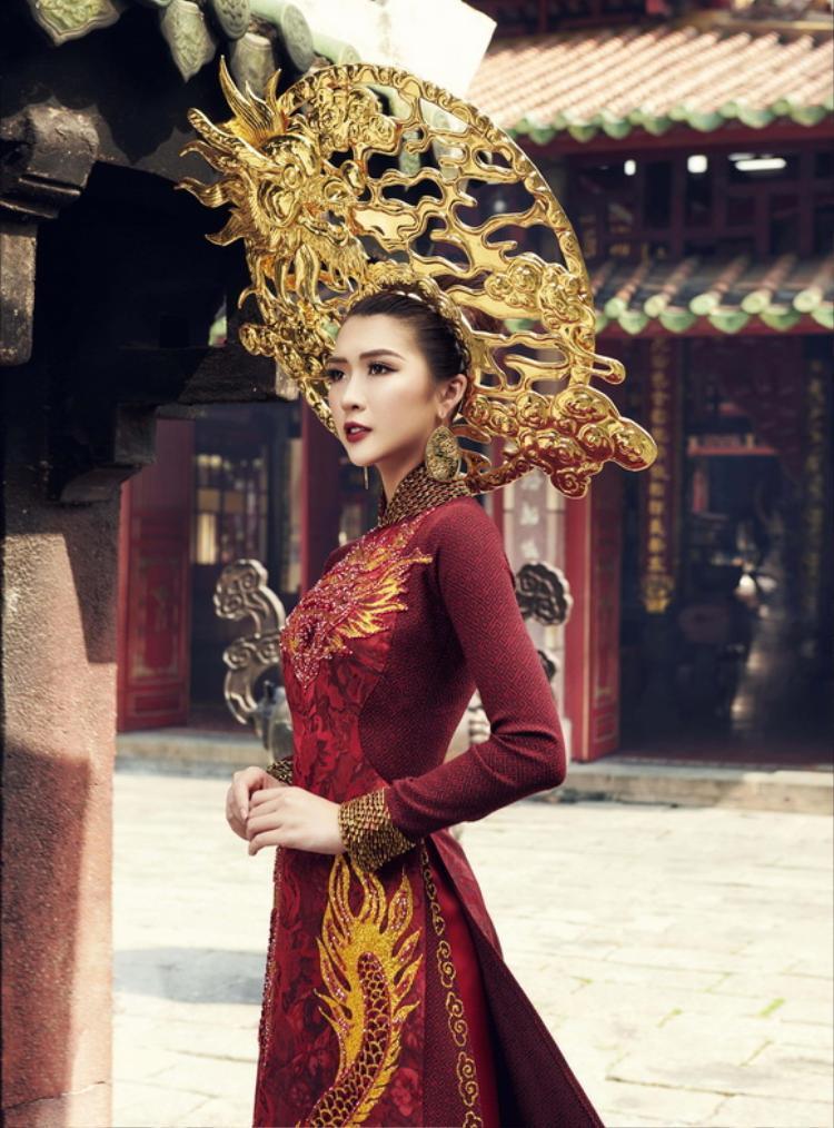 Trang phục truyền thống được Tường Linh hé lộ trước đó.