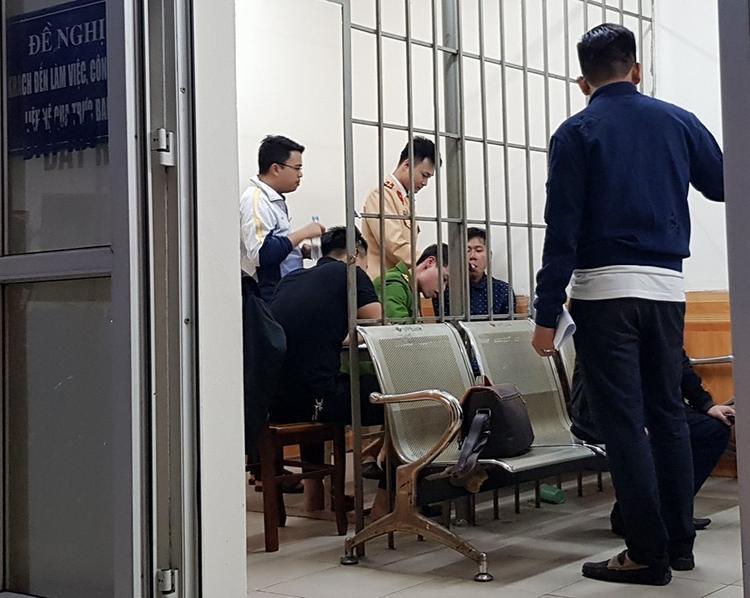 Công an phường Ngọc Khánh đang phối hợp với các đơn vị khác giải quyết vụ việc.