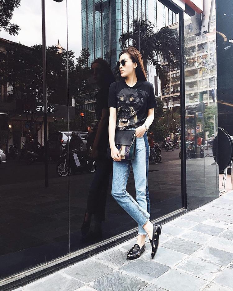 Có chiều cao lý tưởng nên chỉ cần áo thun quần jeans đơn giản, nhìn Kỳ Duyên đã rất nổi bật rồi.