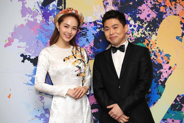 Xuất hiện trên thảm đỏ của lễ trao giải cùng Minh Hằng là nhà sản xuất âm nhạc Krazy Park (tên thật là Park Hyun Joong) - người đã làm nên các bài hit như Alonecủa SISTAR, cùng nhiều bài hit khác của T-Ara, J-Walk, Davichi, Supernova v.v…