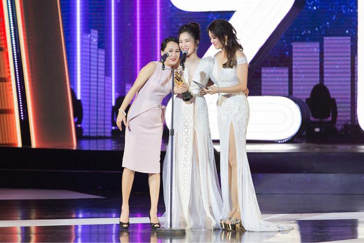 Hương Tràm một lần nữa gửi lời cảm ơn đến nhạc sĩ Mr. Siro và các Gà Tây (tên gọi fan Hương Tràm) vì đã luôn ở bên và ủng hộ cô trong suốt thời gian qua.