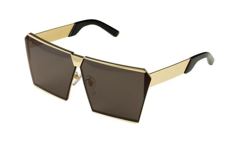 Được biết, chiếc kính đã chinh phục cả Hà Hồ và Kỳ Duyên đến từ 1 thương hiệu kính mát Hàn Quốc. Chiếc kính mang tên Stardust có mức giá khoảng hơn 8,2 triệu đồng và là một trong những items đang hot nhất hiện nay.