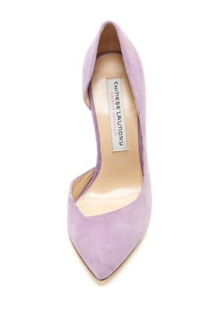 Thương hiệu bình dân đến từ Trung Quốc như Chinese Laundry vẫn không nằm ngoài cơn sốt lavender của thế giới.