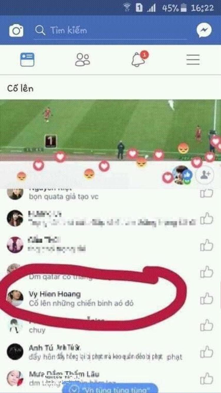 Đội tuyển Việt Nam mặc áo trắng cơ mà.