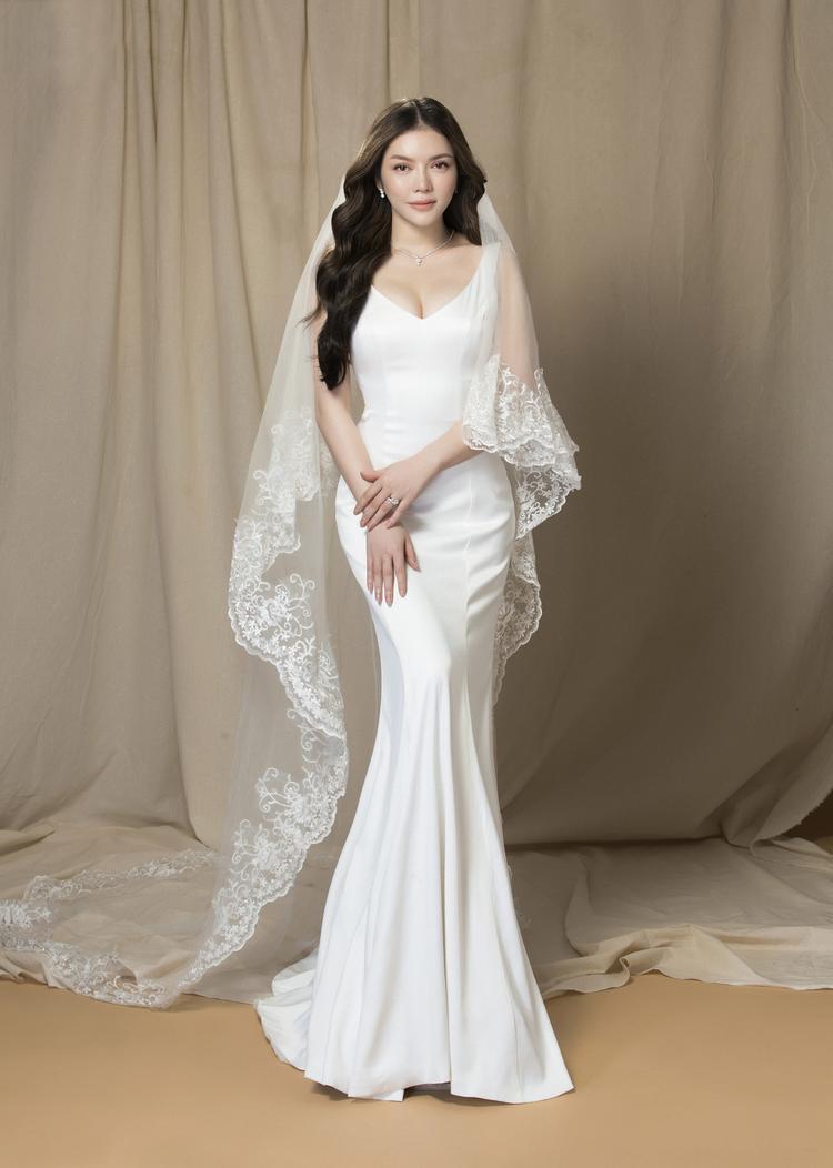 Việc chọn trang sức cũng nên phụ thuộc vào kiểu dáng váy cưới của cô dâu. Sự trau chuốt và tỉ mẩn đó sẽ giúp nữ diễn viên có được vẻ đẹp hoàn hảo và lộng lẫy, tinh tế hơn.