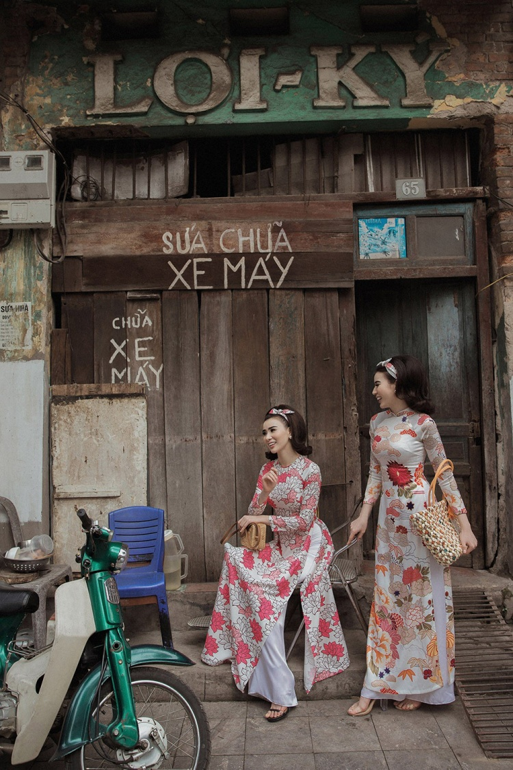 Rất đơn giản nhưng vẫn giữ được nét thanh lịch, sang trọng; vẻ đẹp tươi vui hiện đại của Huyền Thư, Thư huyền đã mang lại nhiều cảm xúc cho người xem khi hoài niệm về những cô gái của 'Hòn ngọc Viễn Đông' một thời.